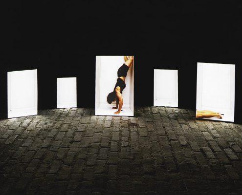 artig Sonderpreis 2018: Judith Rautenberg, Weimar: Again, 2015, Videoinstallation, Projektion auf Holzplatten, Maße variabel - (c) Foto: Florian Wendel