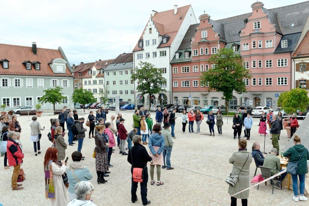 Die Kunstpreisverleihung auf dem St.-Mang-Platz in Kempten